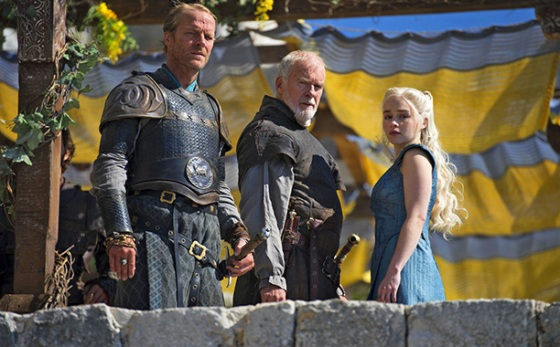 Game Of Thrones - Daenerys Jorah e Barristan em cena de Oathkeeper.